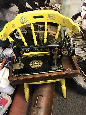 Vintage Singer Hand Cranked Sewing Machine (66K 1920 ?)