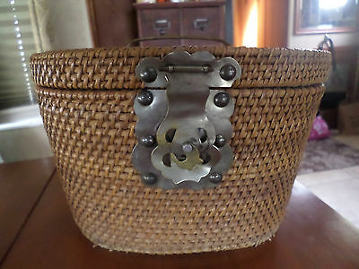 "VINTAGE CHINESE WOVEN TEA BASKET/WEDDING BASKET/ PURSE. 7"" x.tall"