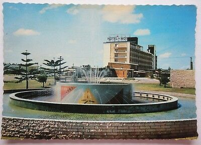RETRO GOLD COAST QLD Murray Views - Hotel motel, Fountain  -- unused postcard