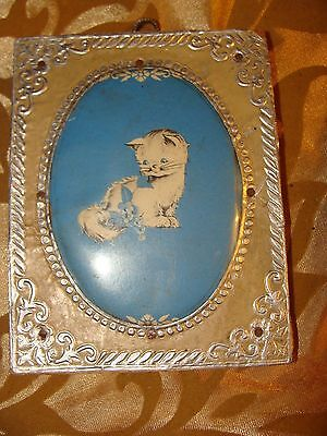 """ANTIQUE White Cat BLUE FLOWERS . TIN ? Frame 1950's 3 1/2"""" WIDE X 4 1/4"""" HIGH"""