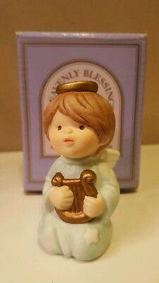 ☆ AVON ☆ Heavenly Blessings Nativity Collection ☆ Boy Angel ☆