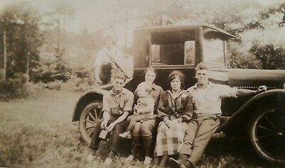 Vintage original photo 1920s automobile family  snapshot b&w photo A1