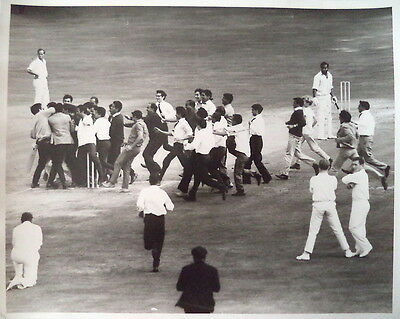 ASIF IQBAL SCORES 100 ENG V PAKISTAN 1967 3d TEST PHOTO