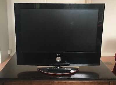 """32"""" LG HD LCD TV - 32LG60UD - Used but in excellent condition"""