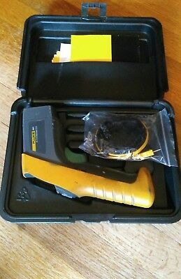 FLUKE 561 Infrared IR Thermometer with Hard Case