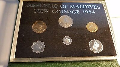 Republic of Maldives 1984  New Coinage in collector case uncirculated