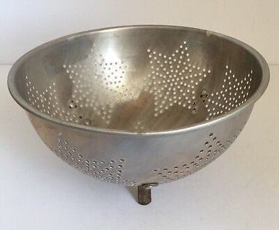 VINTAGE ALUMINUM COLANDER Strainer Footed 7 Star Pattern no Handles
