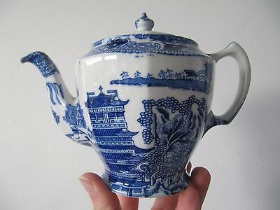 Maling Pottery Blue Willow Pattern Teapot