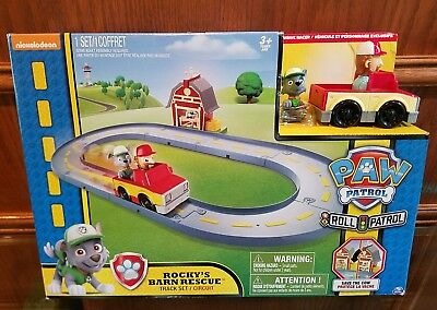 NICKELODEON PAW PATROL Roll Patrol Rocky's Barn Rescue Track Set Save the Cow