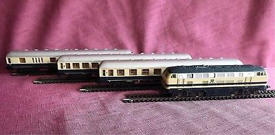 Vintage Ho Scale  Lima Diesel Train Set, 3 Passenger Carriages -  Used Condition