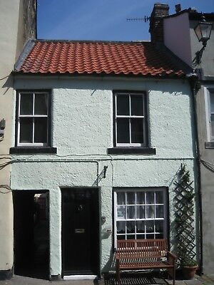 Staithes near Whitby, Holiday Cottage, 1 minute to beach, sleeps 4. Dog welcome
