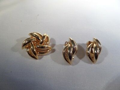 Vintage Gold Tone Brooch and Clip Earrings M1