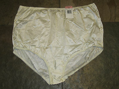 Vanity Fair Ivory Glow Nylon Full Brief Size 10/3XL Style #0815012 NWT VINTAGE