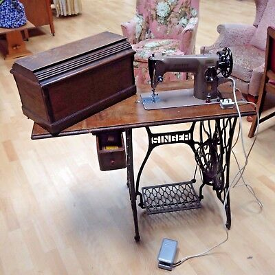 vintage singer sewing machine with cast iron and wood. Black Bedroom Furniture Sets. Home Design Ideas