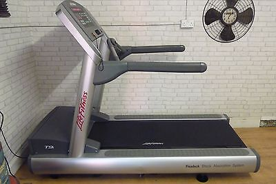 LIFE FITNESS CLUB SERIES T9i TREADMILL  FREE DELIVERY