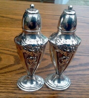 VINTAGE SILVER PLATED- OXFORD PLATE-SALT & PEPPER SHAKERS/GRAPE & LEAF Christmas