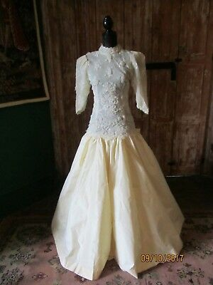 Handmade 1988 Ivory silk wedding dress in beautiful condition