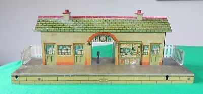 Hornby O Gauge No.4 Station with cut through entrance and ramps
