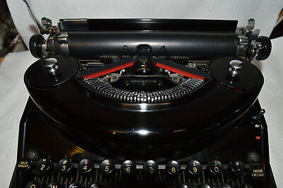 Underwood typewriter noiseless portable 1930's working condition with hard case