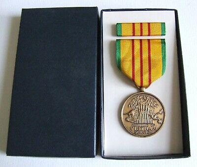 United States Original 1969 Issue Vietnam Service Medal & Tunic Ribbon In Box