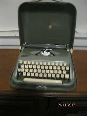 1950's Cole Steel TYPEWRITER  W/ Carrying Case