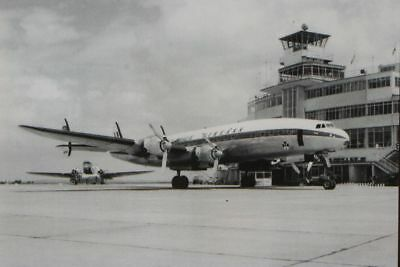 AK Airliner Postcard AER LINGUS Constellation at Dublin Airport