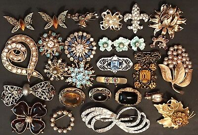 Vintage/Antique Brooches Pins Lot 26pc Some Signed Onyx Citrine Rhinestone Paste