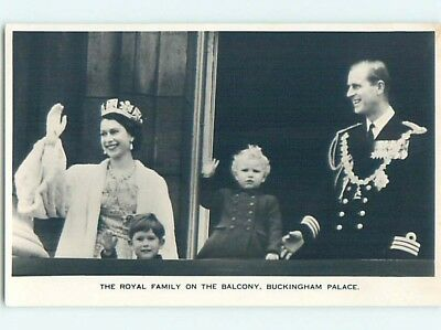 1950's rppc royal QUEEN ELIZABETH AND FAMILY ON BUCKINGHAM PALACE BALCONY HM0876