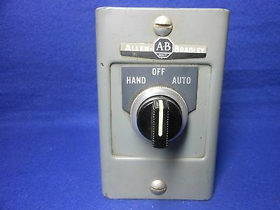 A-B / Allen Bradley - 800H R3HA Series L - 3 Position Selector Switch Station