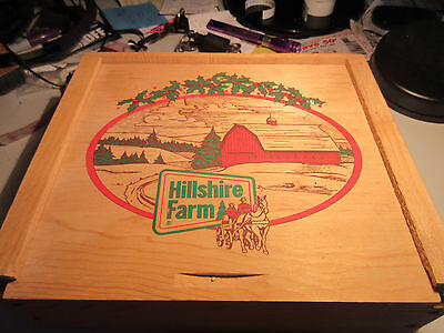 VINTAGE HILLSHIRE FARMS CHRISTMAS WOODEN BOX - Excellent Condition