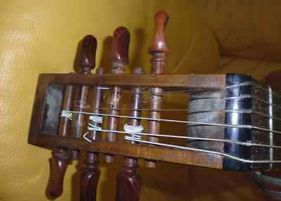 Ancienne guitare luth