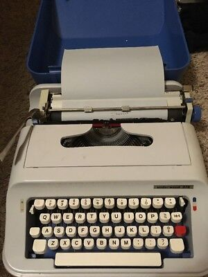 Vintage Underwood 378 Typewriter With Case