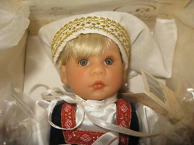 "NRFB 9"" Lee Middleton Miniatures Doll Russia"