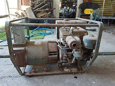Briggs and Stratton 240 volt antique stationary engine generater