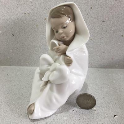 """Lladro Nao """"All Bundled Up"""" Baby in Blanket Infant Ornament Figurine #1340"""
