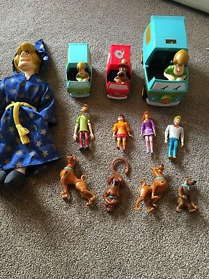 scooby doo figures and Car