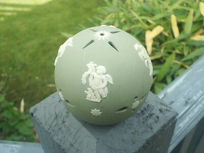 WEDGWOOD Green JASPER WARE CHRISTMAS TREE Decoration BAUBLE  - Very Good Cond