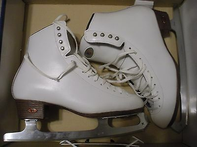 Women's Riedell Ice Figure Skates Model 133 Size 8 1/2 Wide Astra Eclipse Blades