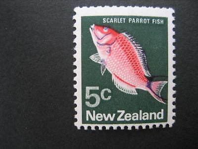 NEW ZEALAND 1973 5c PARROT FISH WITH 1mm BLACK SHIFT UP NHM SG1012var