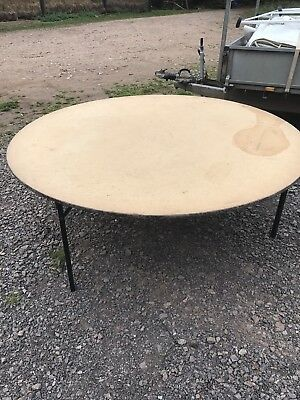 Round Wooden 6ft Banqueting Tables
