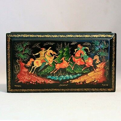 Vintage MYSTERA RUSSIAN Footed LAQUER BOX Oxoma HAND PAINTED Signed HUNT Trinket