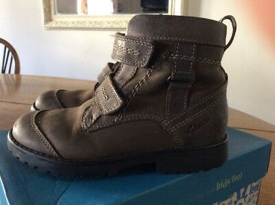 clarks brown shoes/boots boys size 9F.