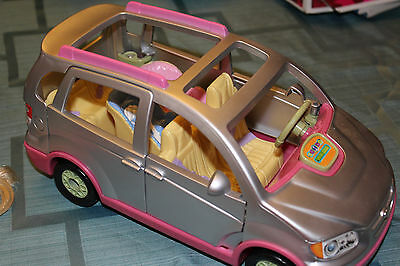 2007 Fisher Price Loving Family Silver Minivan W/Sounds Music Horn + Dolls