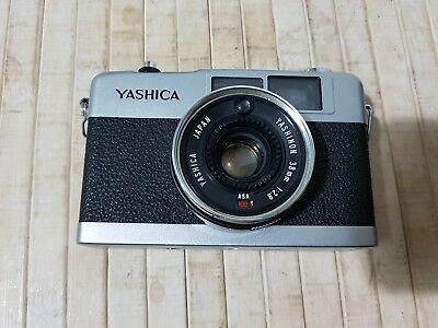 YASHICA 35-ME  Compact 35mm film Camera,   Made in Japan