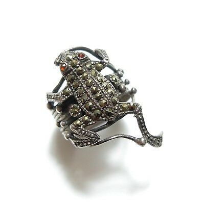 Beautiful Vintage Silver & Marcasite Climbing Tree Frog Novelty Ring Band O (A9)