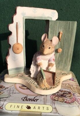 Border Fine Arts Beatrix Potter Figurine - Hunca Munca Sweeping