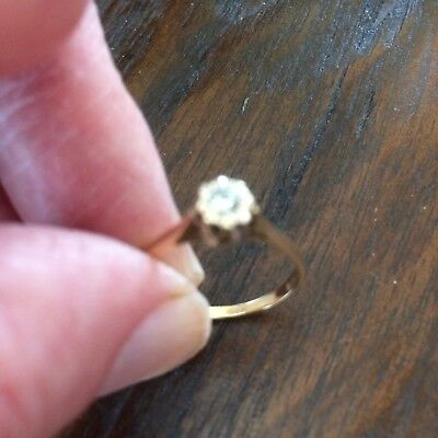 Vintage 18 ct Gold and Diamond Solitaire ring.