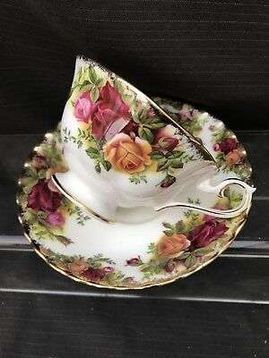 ROYAL ALBERT OLD COUNTRY ROSE  Malvern Shape Cup And Saucer Original Stamp