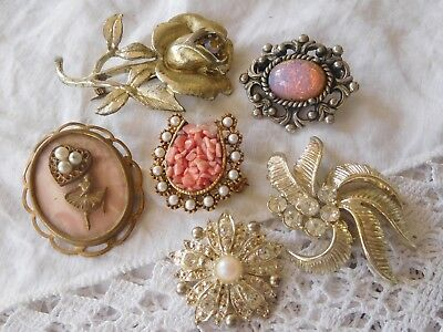 Lovely Collection of Vintage 1950s Costume Brooches