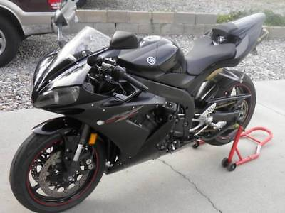 2005 Yamaha YZF-R  2005 Yamaha YZF-R1 Black-Excellent Condition!